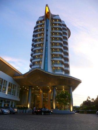 Viva Garden Serviced Residence: Hotel