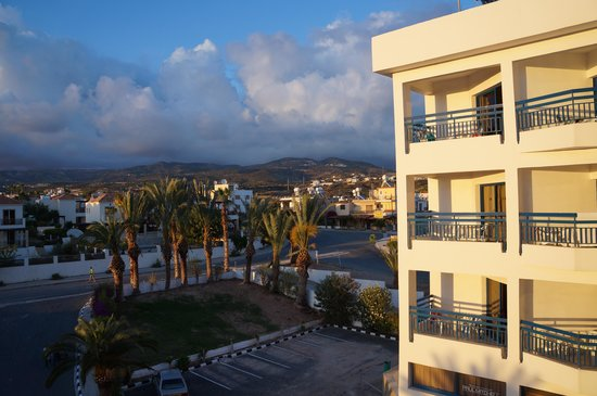 Ascos Coral Beach Hotel: вид из окна коридора