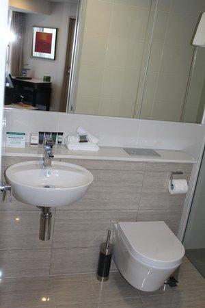Meriton Suites Herschel Street, Brisbane: Bathroom