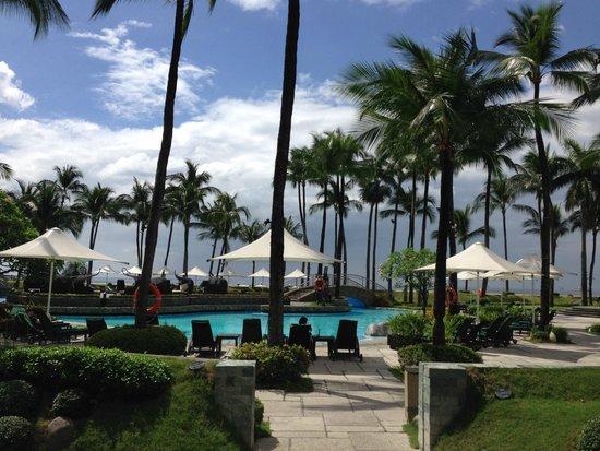 Sofitel Philippine Plaza Manila : Near the pool