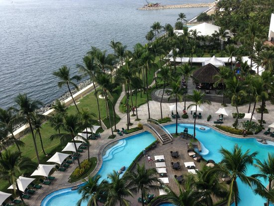 Sofitel Philippine Plaza Manila : VIew from the room - bay side