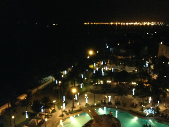 Sofitel Philippine Plaza Manila : At nights - view from room