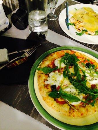 Restaurante La Castellana: Very good taste pizza and check yummy food