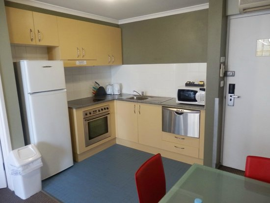 Waldorf South Sydney Serviced Apartments: Kitchen