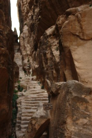 Beidha : escalera al mirador en Pequeña Petra