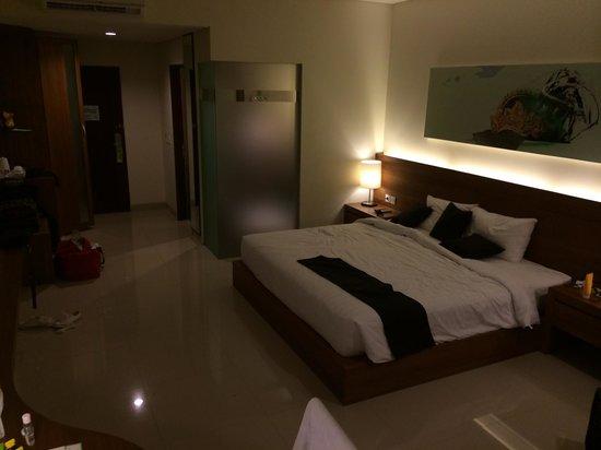 Taksu Sanur Hotel: Large bed with nice linen