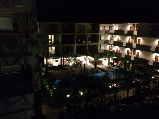 Taksu Sanur Hotel: Evening view from the balcony