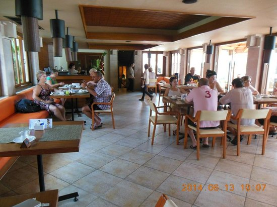 Seaview Patong Hotel: Breakfast room