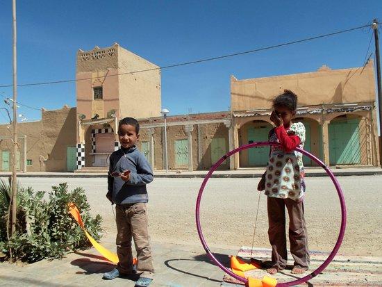 Le Gout Du Sahara Hostel : Hoop in Sahara- Chi Flow