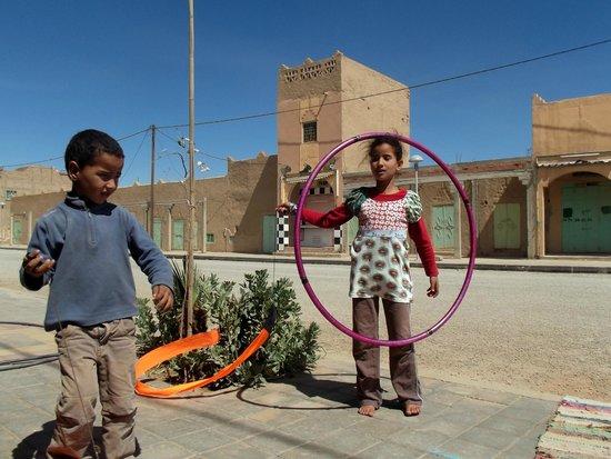 Le Gout Du Sahara Hostel : Hoop In Sahara