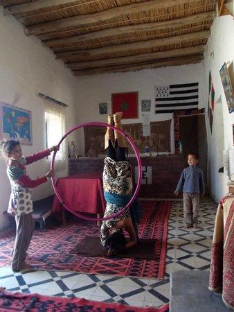 Le Gout Du Sahara Hostel : Yoga In Sahara- Chi Flow