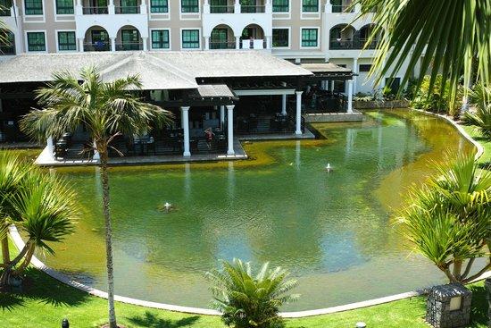 Gran Melia Palacio de Isora Resort & Spa: Lake facing the buffet restaurant from our room