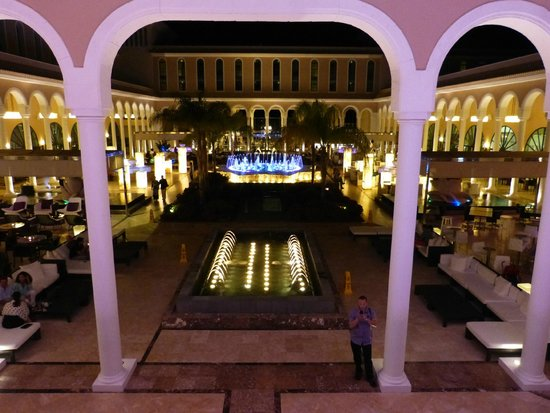 Gran Melia Palacio de Isora Resort & Spa: Main square taken from hall during fountains show