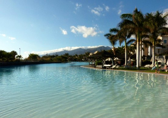 Gran Melia Palacio de Isora Resort & Spa: Laguna pool largest over 170 meters of salted water