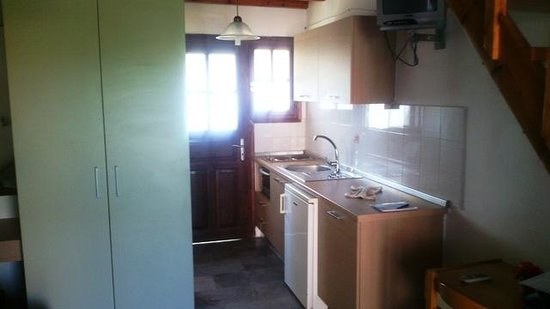 Tassos Apartments: Кухня