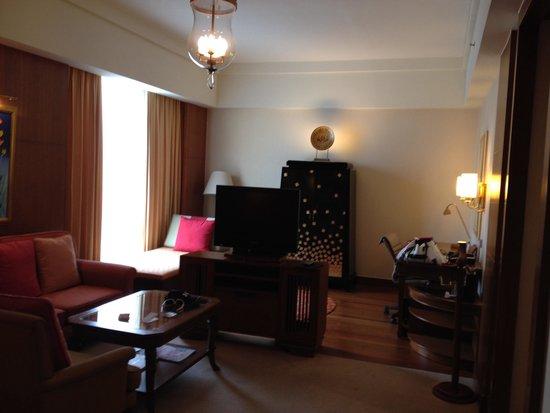 Shangri-La Hotel, Chiang Mai : Premier Room street side upon arrival