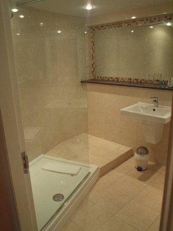 Sherbrooke Castle Hotel: great bathroom