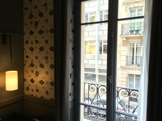 Hotel Signature St Germain des Pres: Window view - street