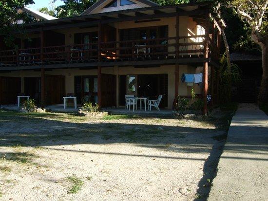 Mana Island Resort : north beach front rooms