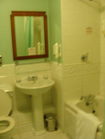 Maldron Hotel Pearse Street: bathrom