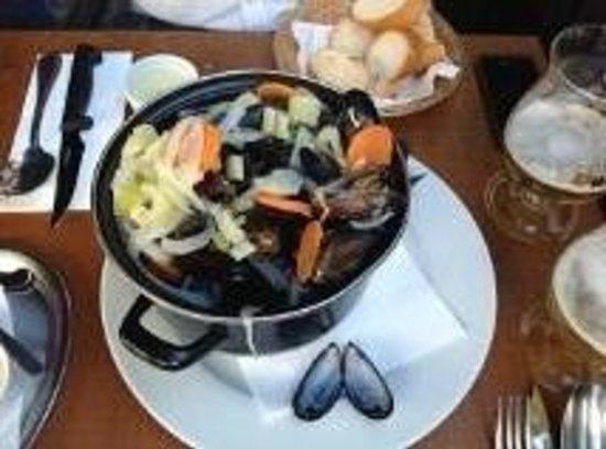 El Toro Negro: Mussels with white wine
