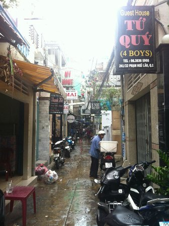 Beautiful Saigon 3 Hotel: the alley