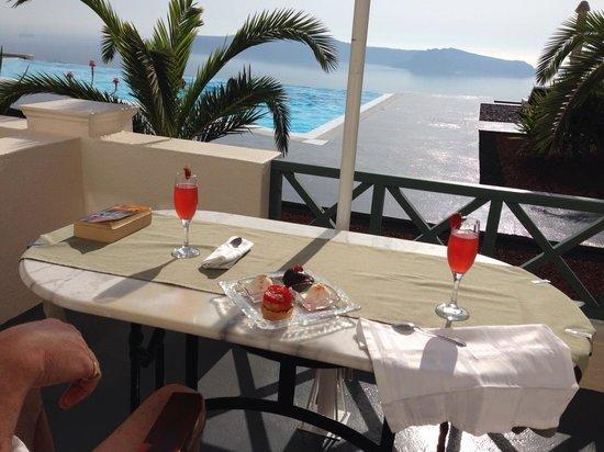 Anastasis Apartments: Arrival drinks