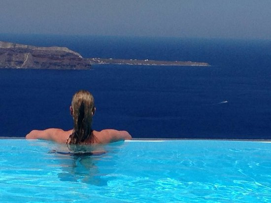 Anastasis Apartments: infinity pool - what a view!