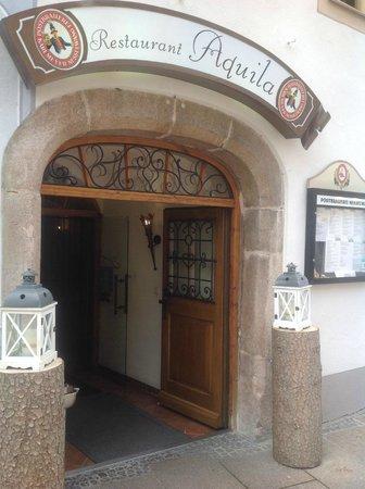Restaurant Aquila: вход в ресторан