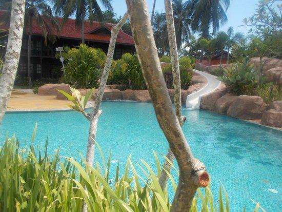Meritus Pelangi Beach Resort & Spa, Langkawi : the bigger pool
