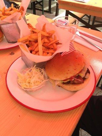 The Hamburger Foundation : assiette complete