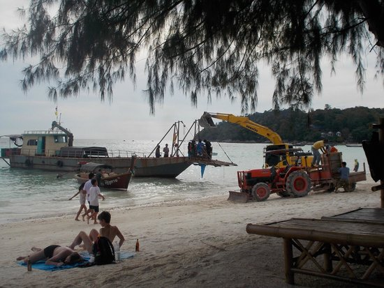 Green View Beach Resort: out the front one day