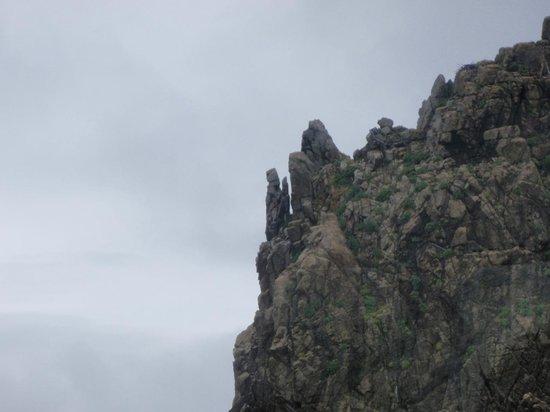 Omijima: 仏様が手を合わせているような岩