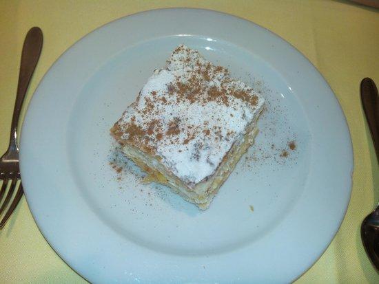 Restaurante La Tragantua: Milhojas de crema y nata