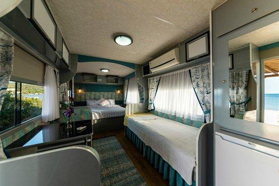 Lipsos Hotel Ata's Place: 3 kişilik karavan tipi oda