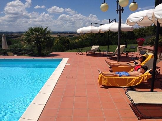 Villa Curina Resort : enjoying the sun as a family