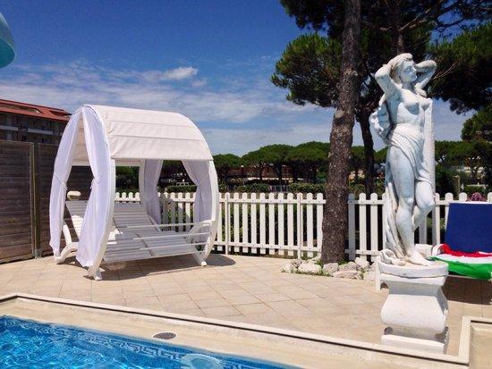 Hotel Carlton: Il Nuovo giunto in piscina