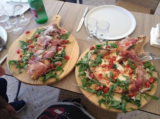 Zi Teresa : Due pizze della vastissima scelta che offre la loro pizzeria