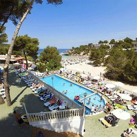 Marconfort El Greco Hotel: The Swimming Pool And Sunbeds