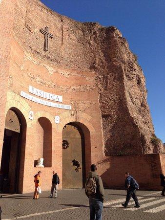 Basilica di Santa Maria degli Angeli e dei Martiri : 入口外観