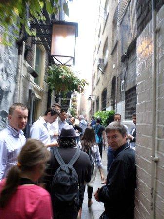 SANDEMANs NEW Europe - London: Caminando por la calle estrechaaa