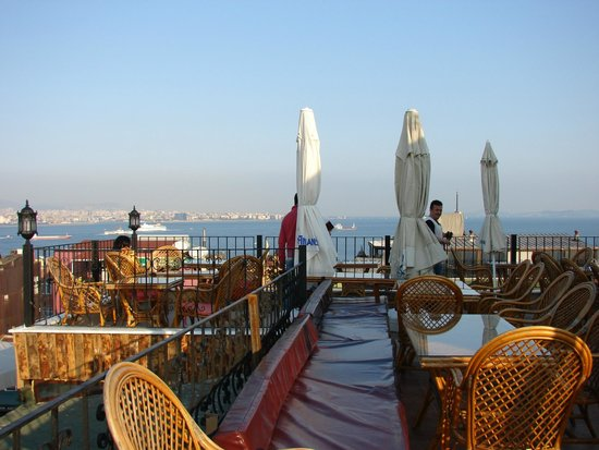 Istanbul Hostel: terrace restourant