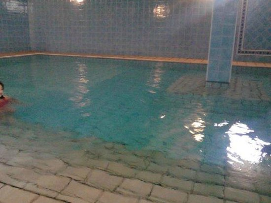 Albergo Santa Lucia: piscina coperta