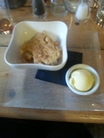 The Who'd A Thought It Inn Restaurant: apple crumble