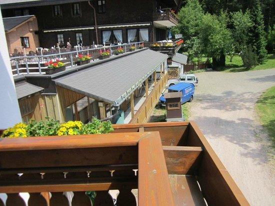Hotel Schoene Aussicht : Terrasse: unter Die Zimmermannsarbeit in Hochsaison...