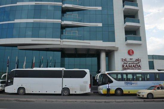 Ramada Chelsea Al Barsha : hotel entrance