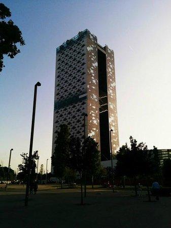 Renaissance Barcelona Fira Hotel : hotel building is smart designed