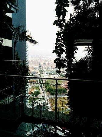 Renaissance Barcelona Fira Hotel : the corridor of each floor is designed as a balcony