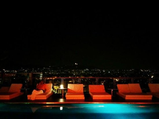 Renaissance Barcelona Fira Hotel : roof bar at night