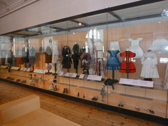 V&A Museum of Childhood: Clothing